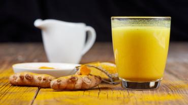 Nên Dùng Sữa Nghệ Hay Tinh Bột Nghệ, Loại Nào Tốt Hơn
