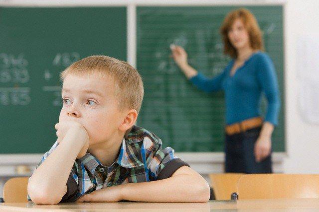 dấu hiệu tự kỷ ở trẻ mà bố mẹ nên biết
