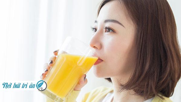 Uống tinh bột nghệ giúp đẹp da